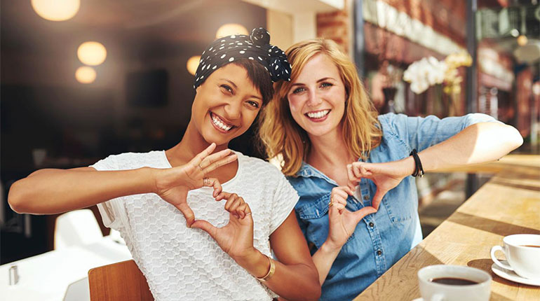 Девушки, женская дружба, две девушки, девушки в кафе