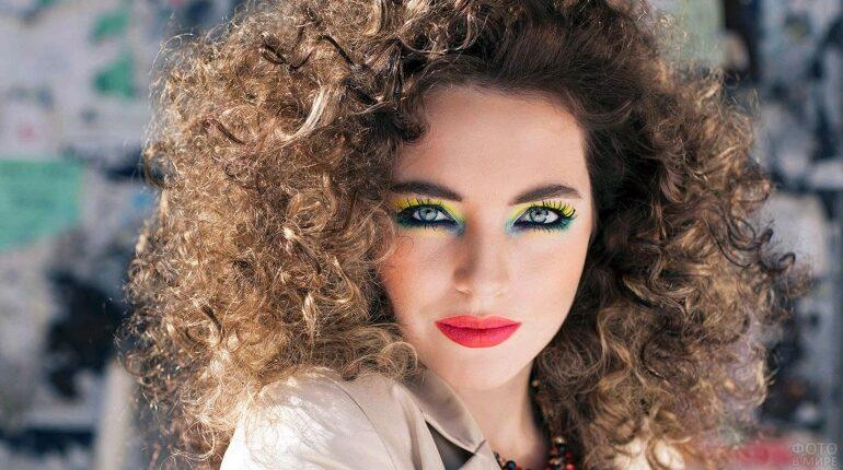 мода и макияж в стиле диско