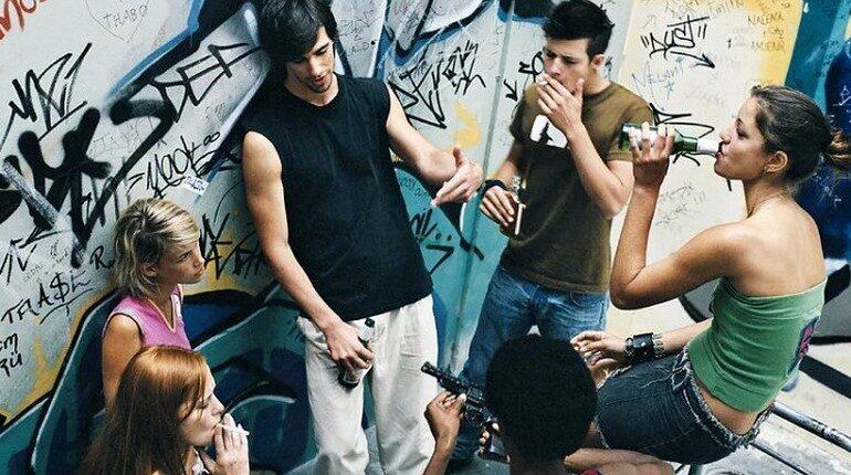 молодежь и алкоголь, подростки и выпивка, компания подростков