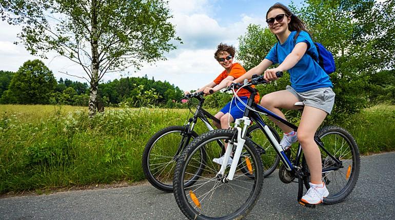 подростки на велосипедах, велопрогулка