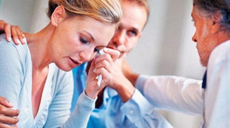 семейная пара у врача, консультация врача, планирование беременности