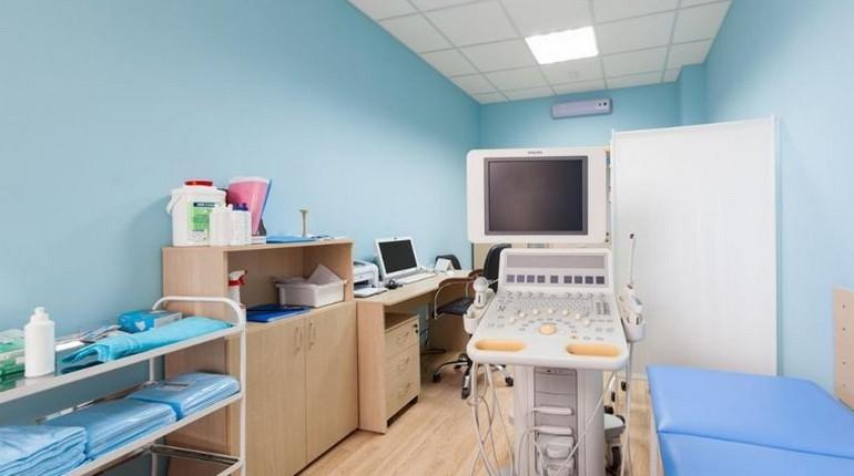 кабинет врача, оборудование для обследования пациента