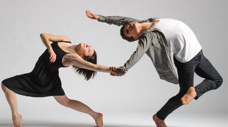девушка и парень танцуют, пара исполняет танец, прогиб в танце