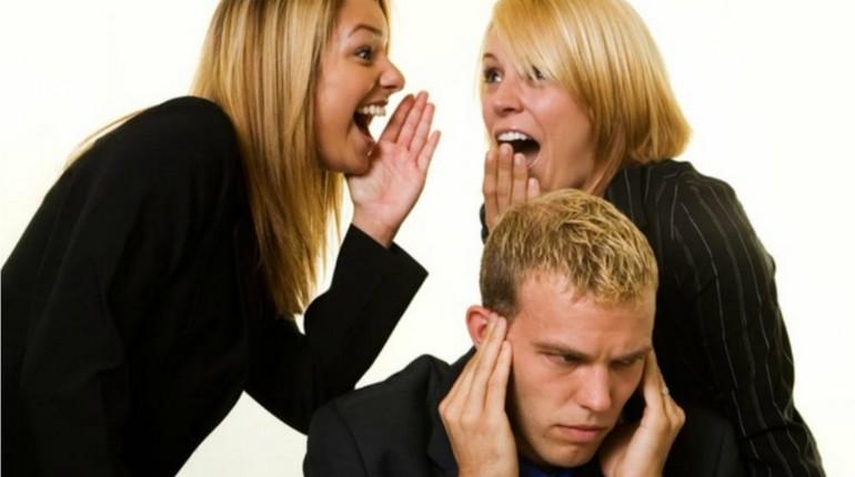 женщина кричит на подростка,ссора и крики