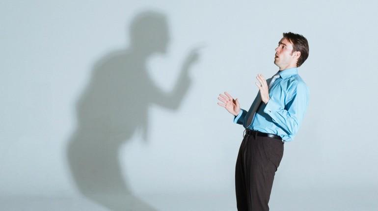 человек боится своей тени