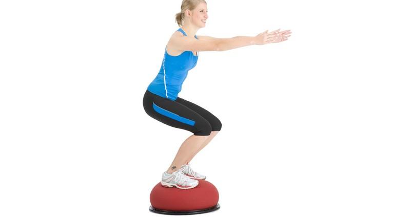 девуушка на тренировке,девушка занимается на фитнес джампере