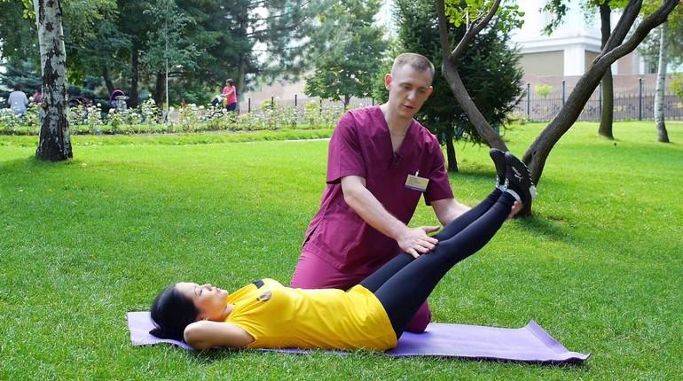 упражнения для улучшения здоровья, занятия с инструктором