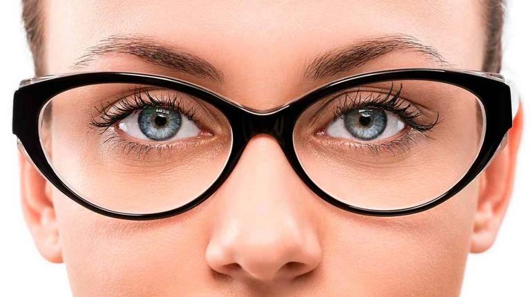 очки для зрения, лицо девушки в очках