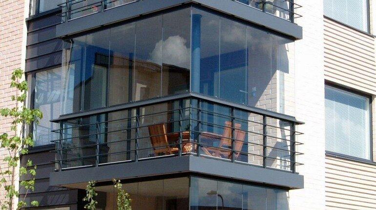 балкон современного дома, остекление балкона