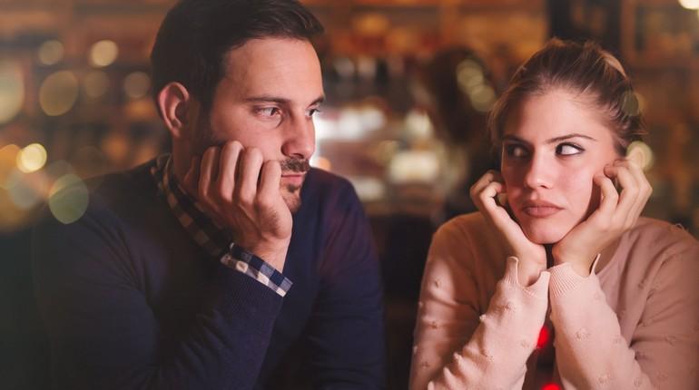 парень разговаривает с девушкой, отношения внутри семьи, разговор по душам