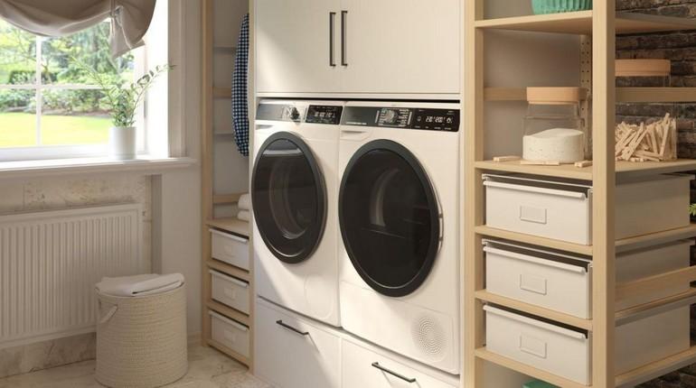 стиральная и сушильная машины, постирочная, комната интерьер дома