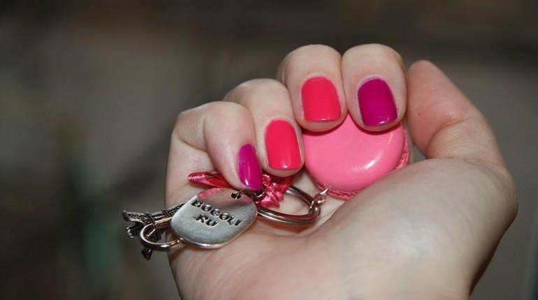 ногти разноцветные, использование лаков разных цветов