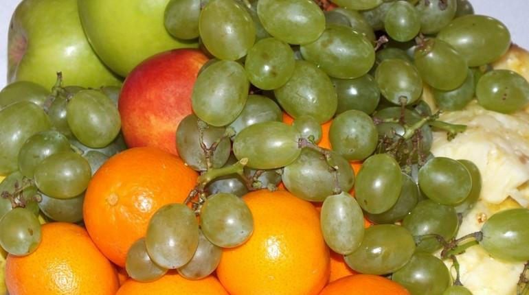 апельсины, яблоки, виноград
