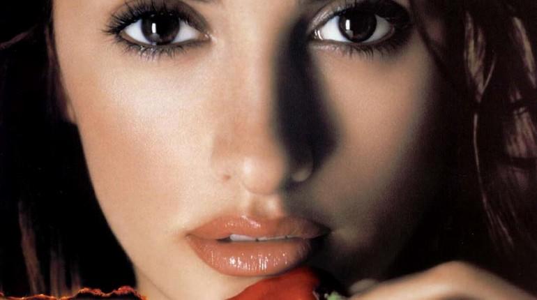 очень красивая девушка, знаменитая актриса, карие глаза