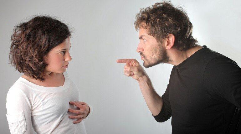 выяснение отношений, скандал в семье, семейные разборки