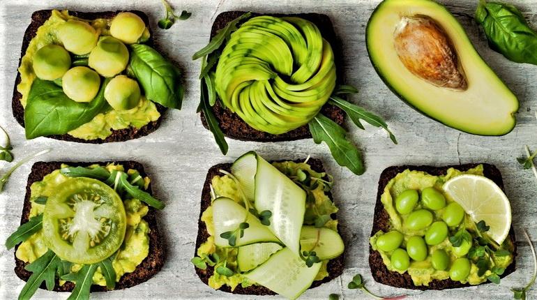 блюда из авокадо, закуски с авокадо, авокадо и фрукты