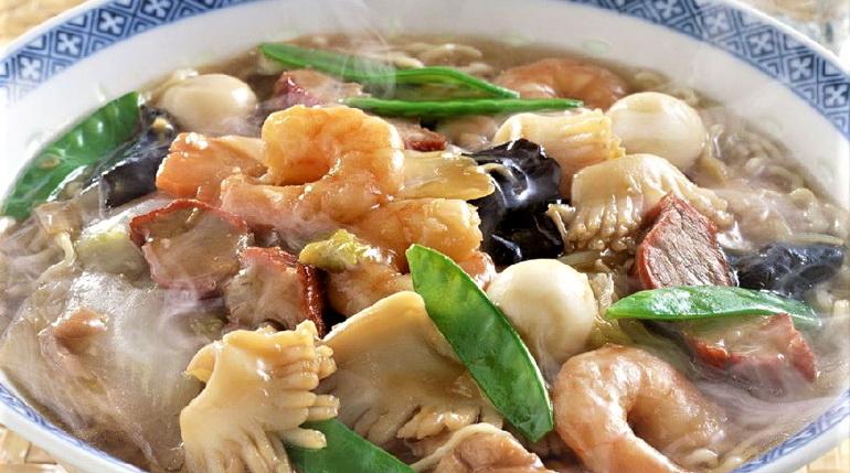 суп с морепродуктами, суп с креветками, горячее блюдо с кеветками