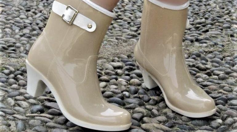 резиновые сапоги на каблуках, модные сапоги, бежевые резиновые сапоги