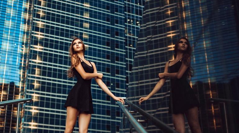Платье фигуристки, черное приталенное платье. черное короткое платье