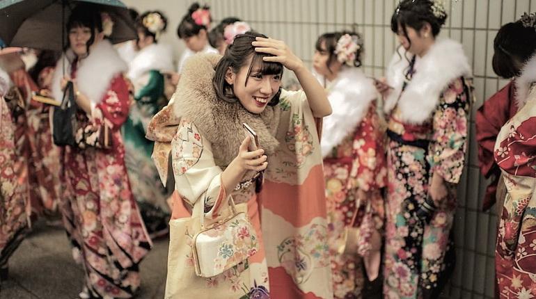 кимоно. женское кимоно, восточная женская одежда