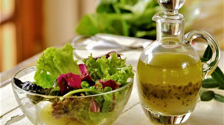 соус для салата, заправка для салата, зеленый соус, соус в соуснике