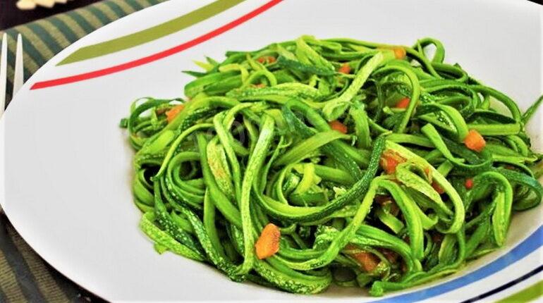 спагетти из кабачков, блюда из кабачков, овощное блюдо