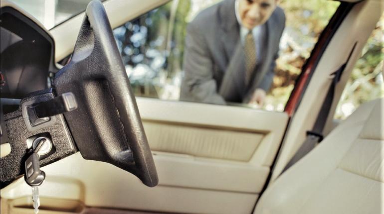 ключи в авто. ключи в машине, авто закрылось с ключами