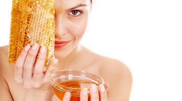 мед и лицо, девушка и мед, девушка и соты