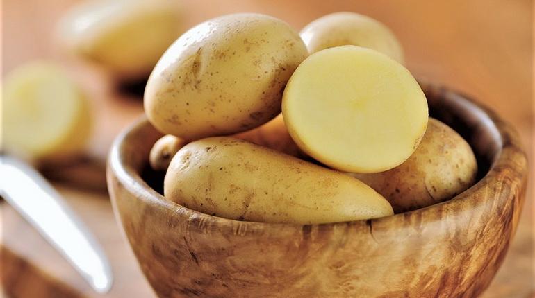 картошка, картофель сырой, картофель в тарелке сырой