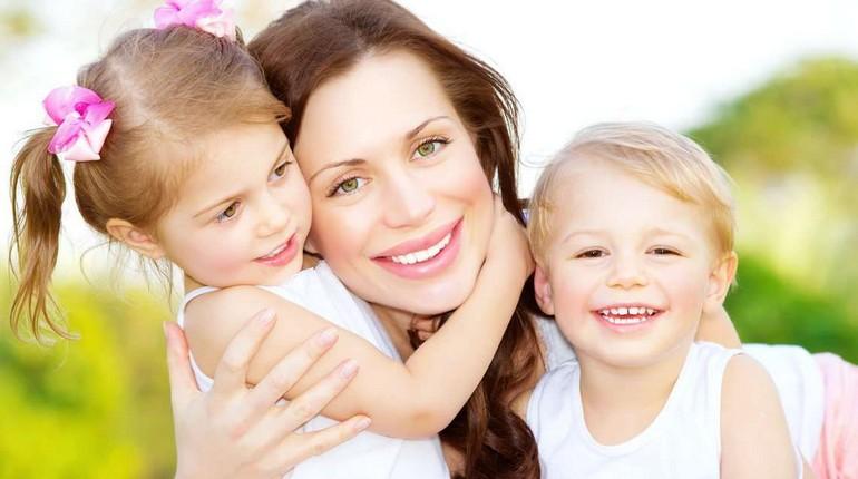 мама с детьми, дети возле мамы