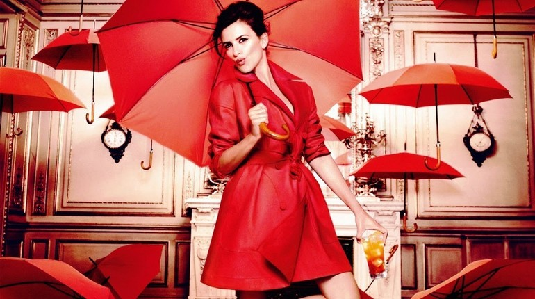 девушка и зонтики, девушка в красном