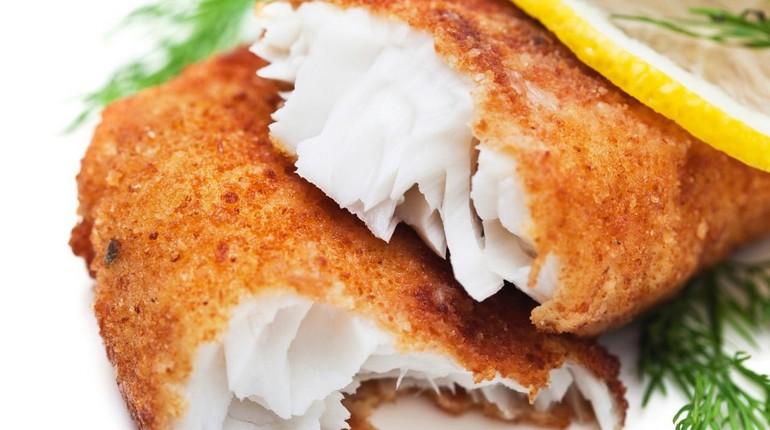 жареная рыба, аппетитное блюдо, вкусная еда