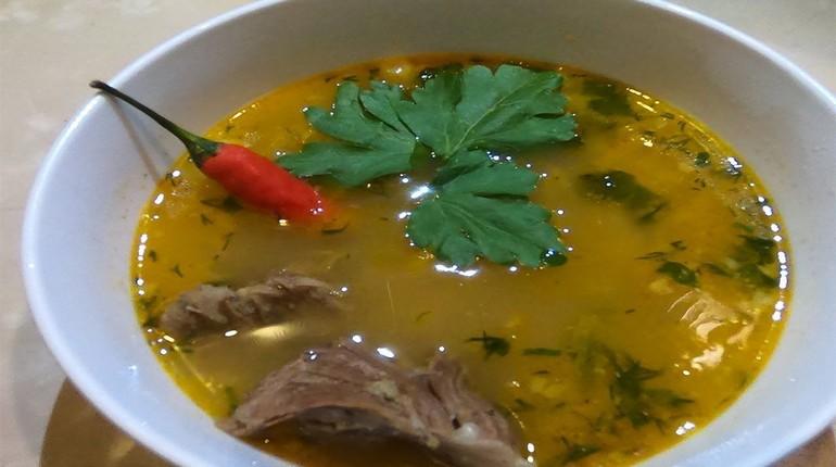 суп в тарелке, суп с острым перцем, первое блюдо