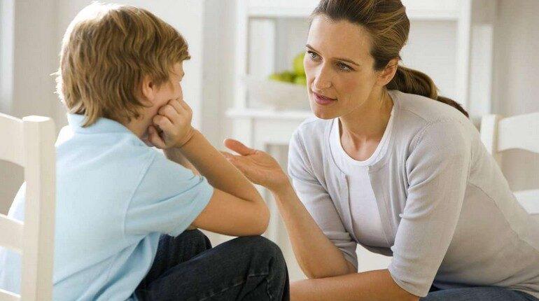мама разговаривает с сыном, разговор по душам, беседы о самом сокровенном