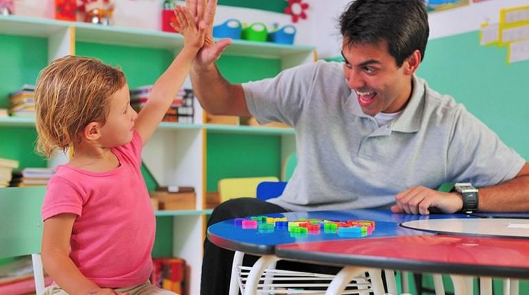 папа и сын нашли общий язык, победа, мальчик с папой радуются