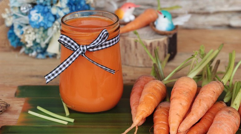 морковный сок, свежевыжатый сок из моркови