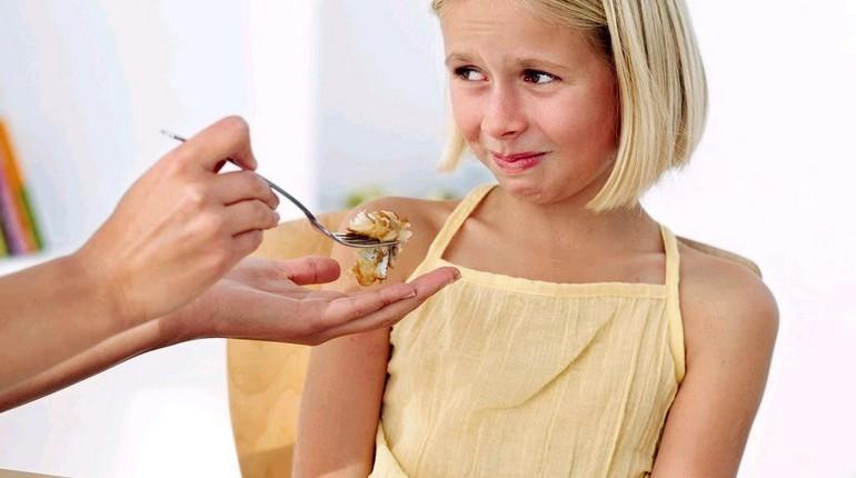 девочка отказывается от еды, нежелание кушать