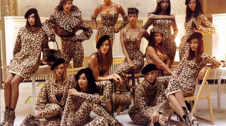 девушки в леопардовых трико, манекенщицы дома диор в леопардовом принте