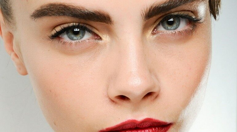 красивое лицо девушки с густыми бровями, густые брови это дар природы или результат ухода