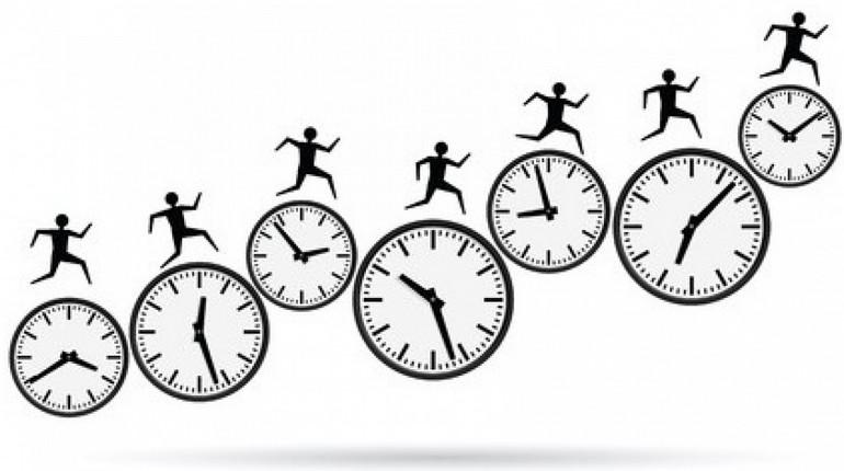 рисунок человечки бегут по часам, часы показывают разное время и схематические человечки бегут вперед