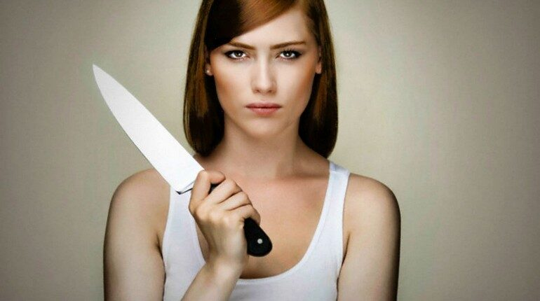 ревнивая девушка, девушка с ножом в руках