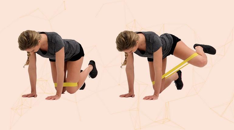тренировка на пресс, как правильно делать упражнения с резинкой