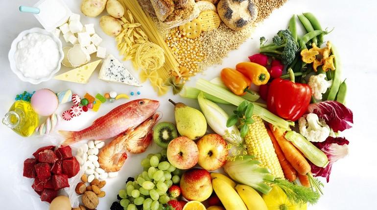 набор продуктов для здорового питания, питание спортсмена, разнообразное питание