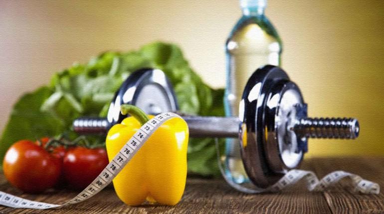 гантели и овощи , питание для снижения веса