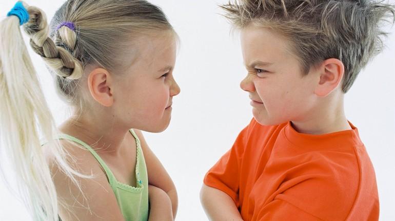 конфликты между детьми, детские ссоры, мальчик с девочкой ссорятся