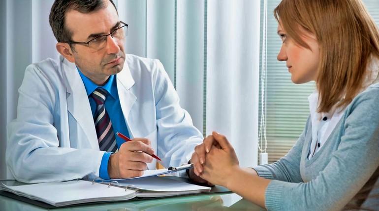 консультация доктора, девушка на консультации у психиатра