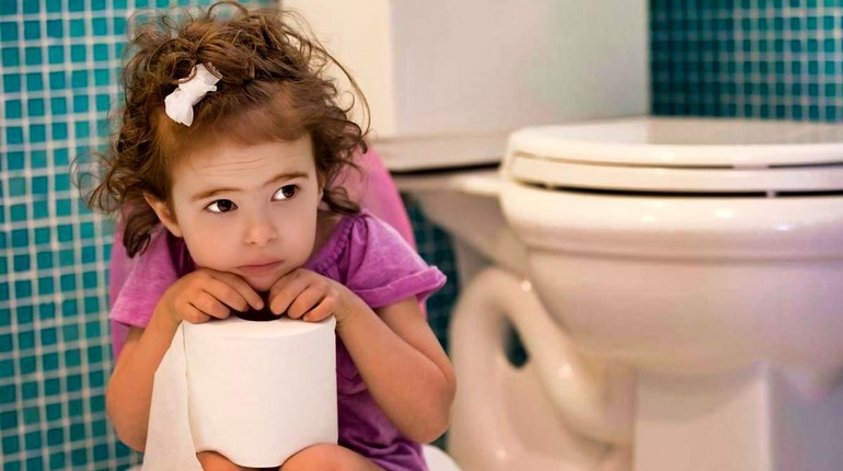 ребенок в туалете, девочка боится какать