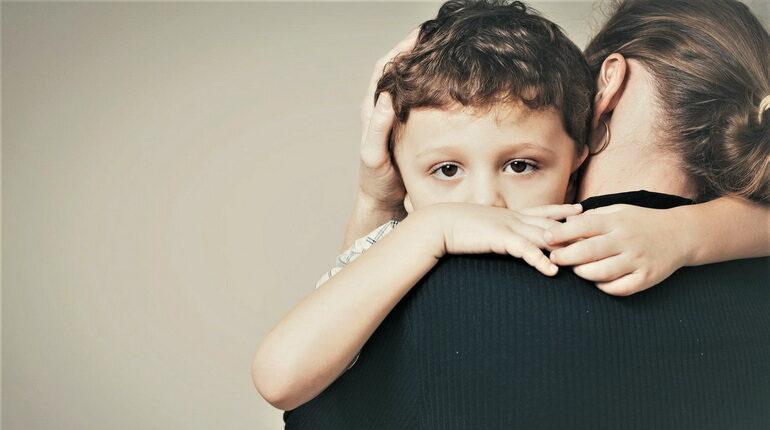 обнимать ребенка, ребенок расстроен