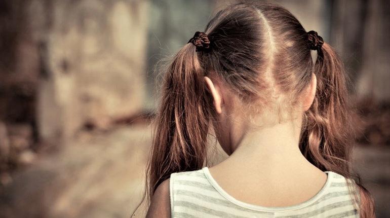 ребенок спиной, ребенок расстроен