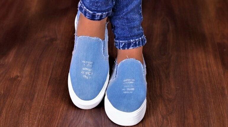 слипоны и джинсы. стильная джинсовая обувь